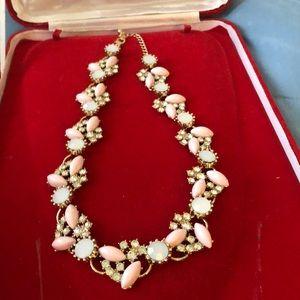 Jewelry - 🆕Pretty Pinkish Necklace
